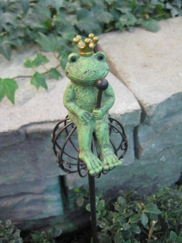 Frog King garden stake